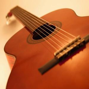 Mách bạn 7 cách chọn mua đàn guitar cho người mới học